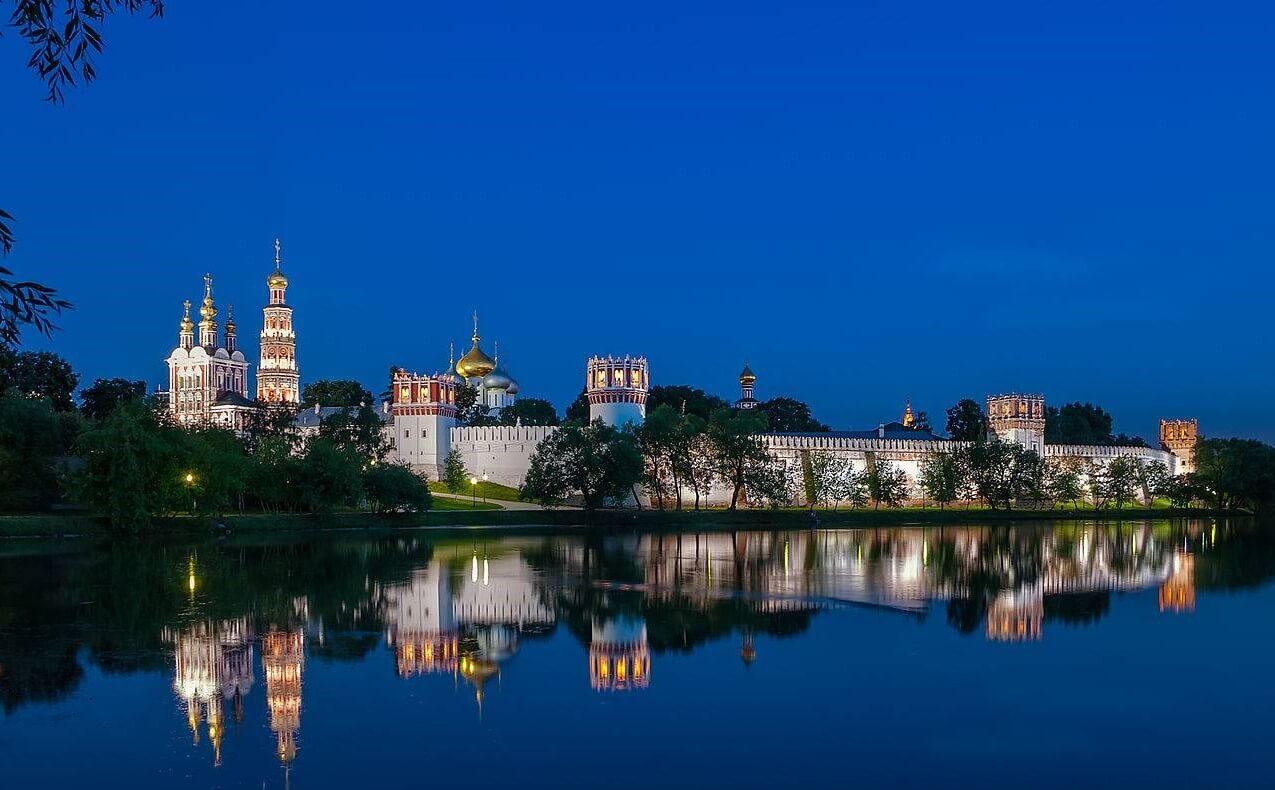 Tu viện Novodevichy khi đêm xuống